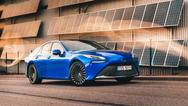 Vesinikautode ajastu on saabunud -  uus Toyota Mirai jõuab Eestisse