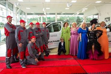 Rahvusooper Estonia perepäev autoteeninduses juhatas sisse teatri juubelinädala